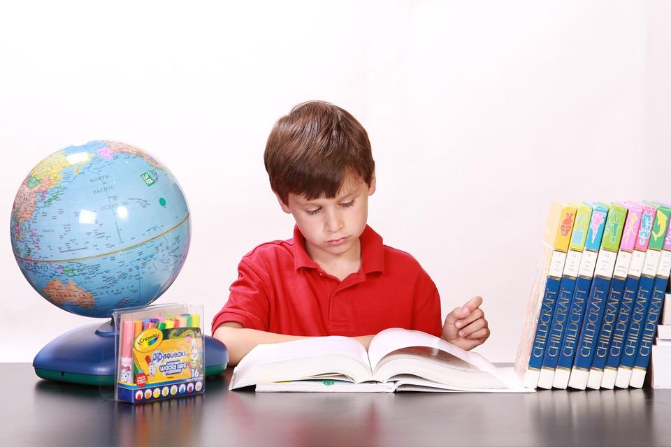 Бумажные или электронные: какую книгу выбрать ребенку