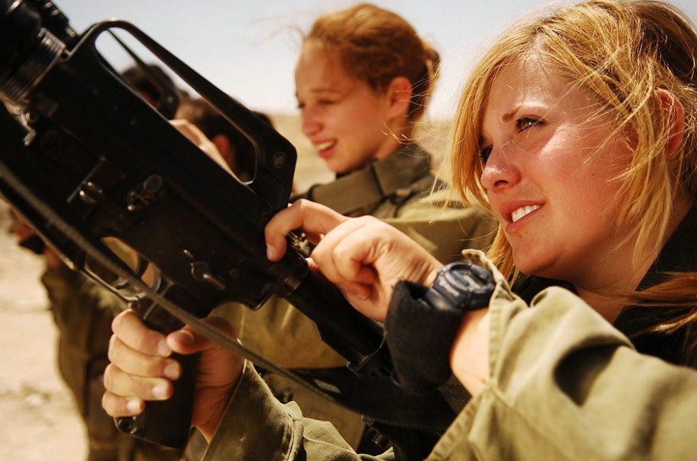 Почему женщинам стоит служить в армии