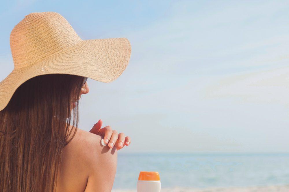 Почему надо носить крем с SPF не только на пляже