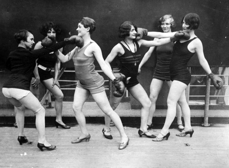 Женщины боксируют