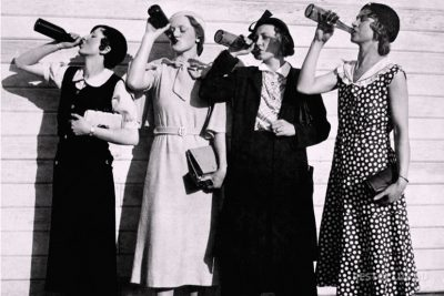 Девушки пьют