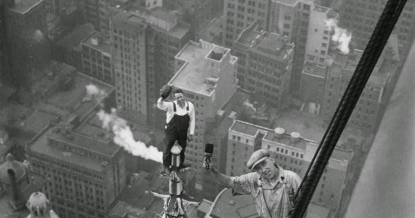 Строители на опасной высоте