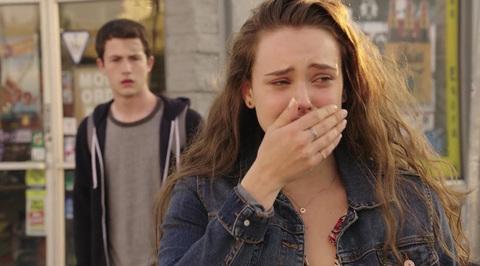 Ханна плачет