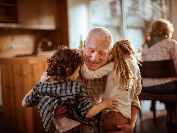 Уход за внуками продлевает жизнь исследование
