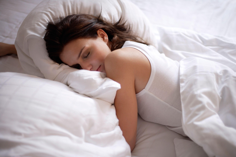 Открытки девушка в кровати